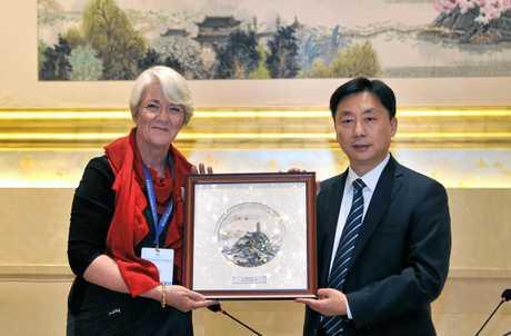 Rockhampton Region Mayor Margaret Strelow talks with Xia Jinwen, Zhenjiang's Party Secretary. Rockhampton and Zhenjiang have signed a friendship agreement.
