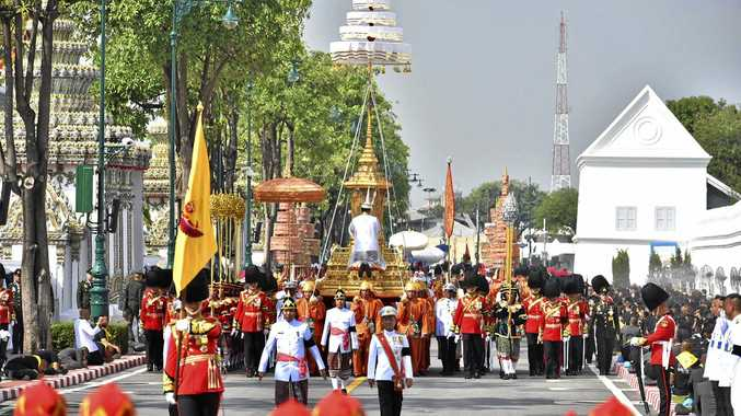 The funeral procession of late Thai King Bhumibol Adulyadej begins in Bangkok, headed for a spectacular golden crematorium in the royal quarter of the city.
