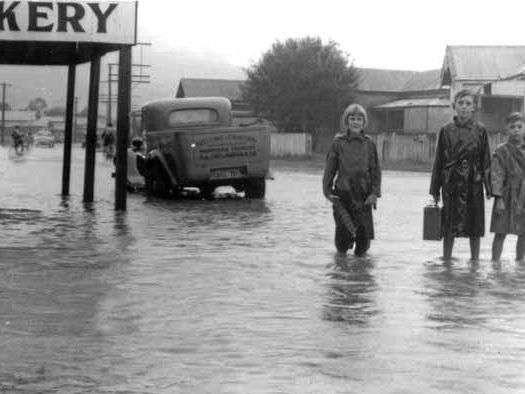 Flooding in High St Coffs Harbour in February, 1953.