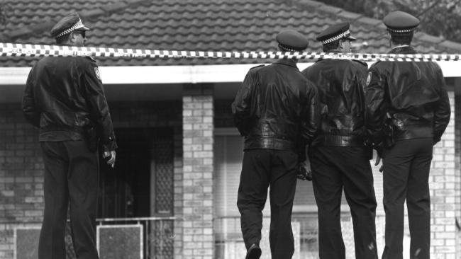Police on the first crime scene, Barnhill Rd, Terrigal following the Central Coast massacre in October 1992.