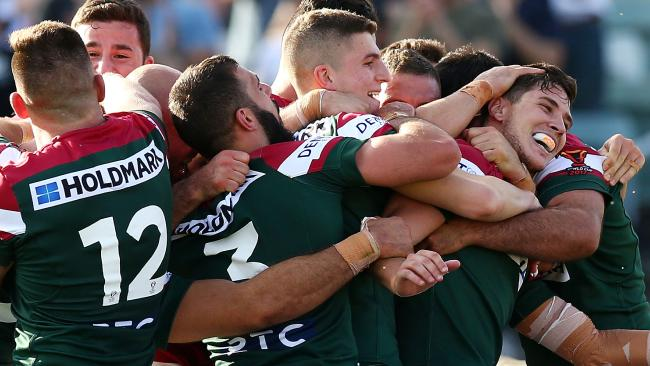 CANBERRA, AUSTRALIA — OCTOBER 29: Lebanon players celebrate a try by Mitchell Moses during the 2017 Rugby League World Cup match between France and Lebanon at Canberra Stadium on October 29, 2017 in Canberra, Australia. (Photo by Mark Nolan/Getty Images)