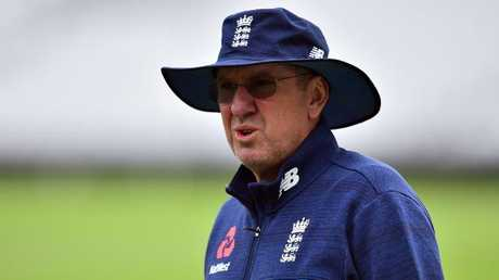 England's head coach Trevor Bayliss is letting players police themselves when it comes to alcohol consumption.