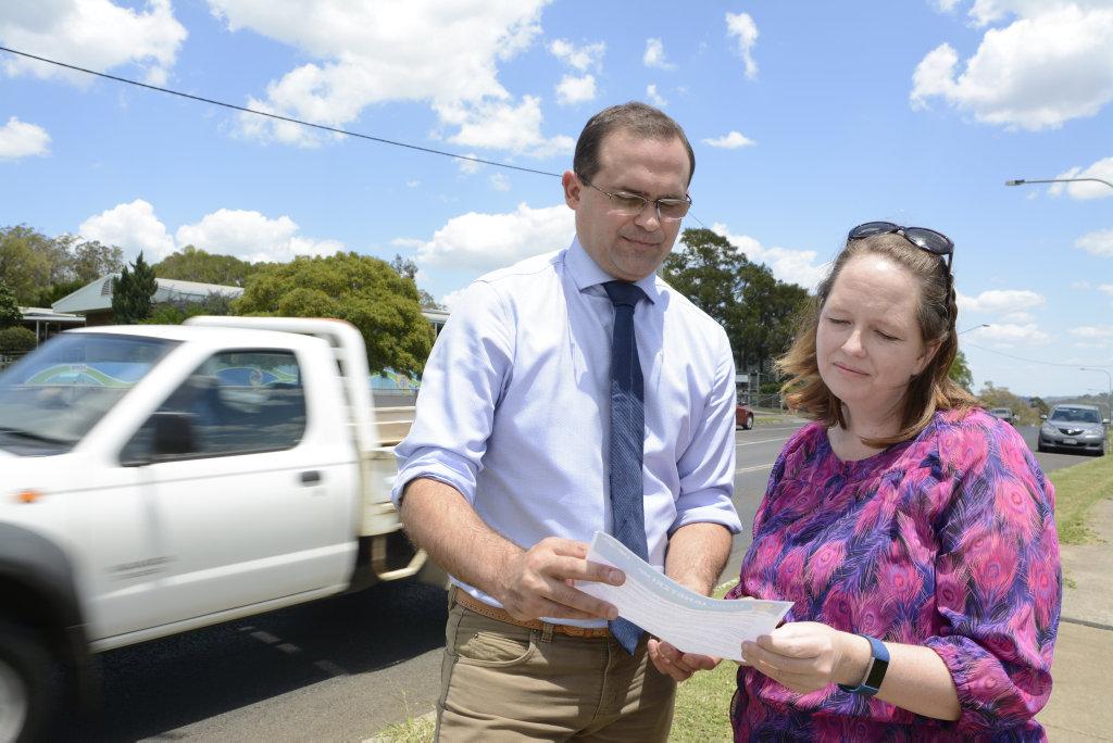 Toowoomba South MP David Janetzki and Glenvale parent Melissa Greensill.