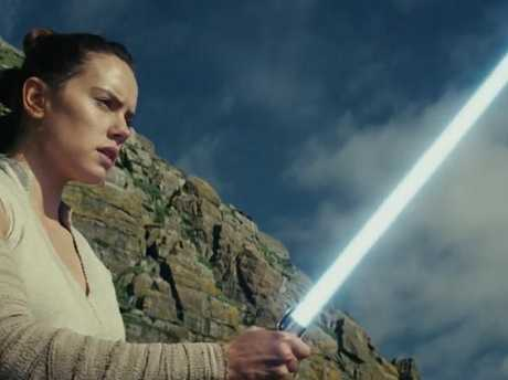 A look at the new Star Wars teaser trailer.