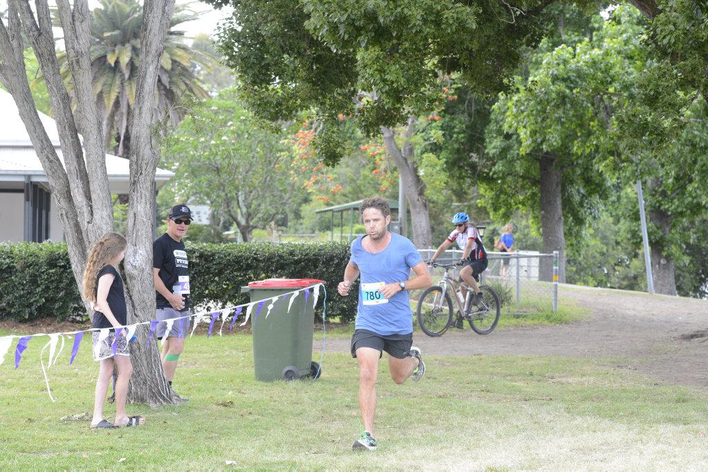 Kevin Crofton (18:10) won the 5km event of the Greater Bank Jacaranda Fun Run at Memorial Park, Grafton on Sunday, 5th November, 2017.