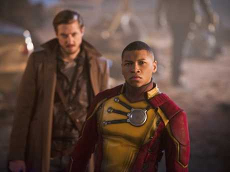 Arthur Darvill as Rip Hunter and Franz Drameh as Jax Jackson in Legends of Tomorrow.