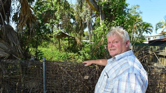 Kelso resident Philip Wood stands by the fence where is neighbour's yard is overrun. Picture: Evan Morgan