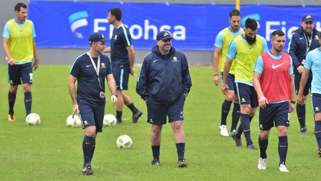 Socceroos head coach Ange Postecoglou (centre).