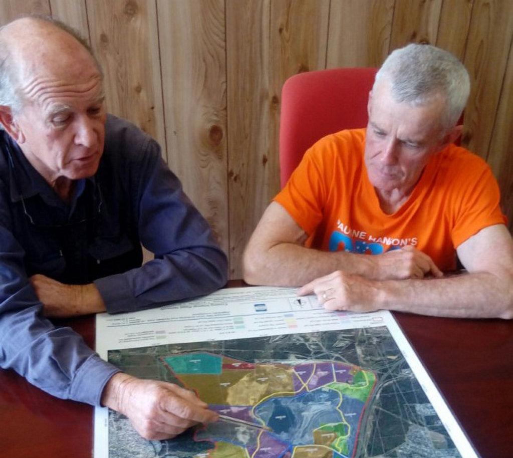 Haenke mine operator Tony Helpin (left) with One Nation candidate Malcolm Roberts.