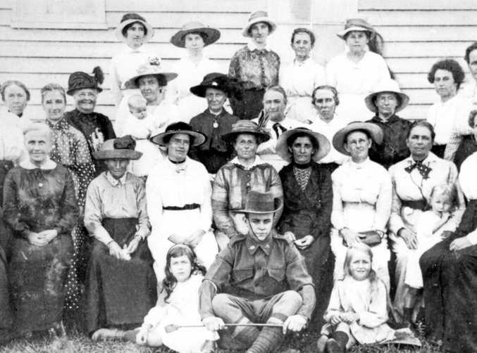 Buderim Red Cross Society farewelling Roy Burnett, Buderim, 1914.