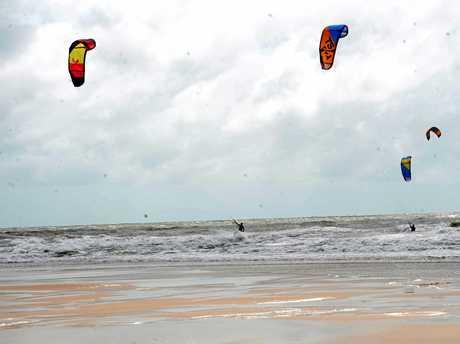 Liam Fulcher, Lonnie Neal, Tim Ey, Nick Johnson, Kurt Raymond and Jethro Cohen kite surfing at Harbour Beach.