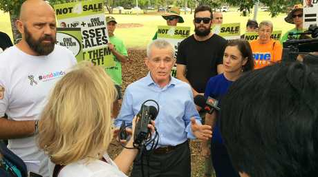 Ousted One Nation politician Malcolm Roberts will now run in the Queensland state election to keep his career in politics intact.