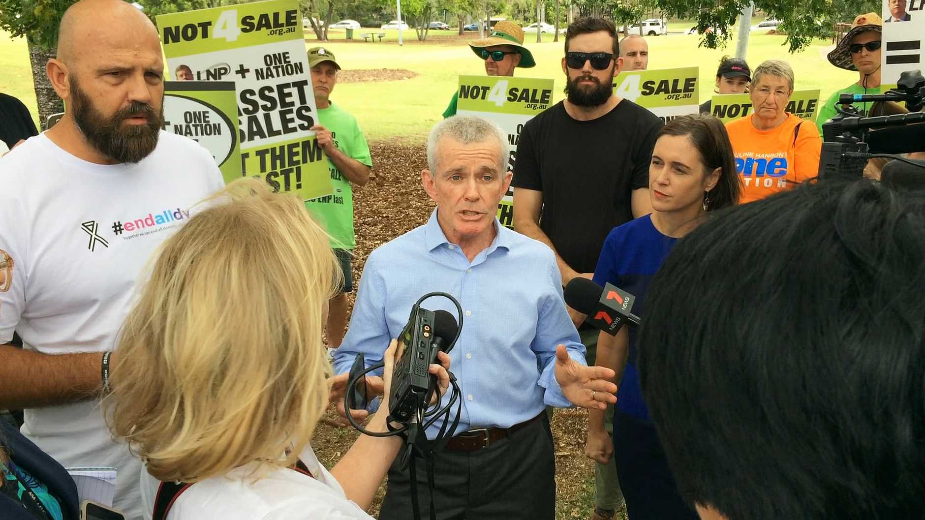 One Nation candidate Malcolm Roberts was confronted by union representatives at an End All DV awareness and fundraising event in Queens Park. Union representatives clashed with One Nation supporters in a verbal stoush.