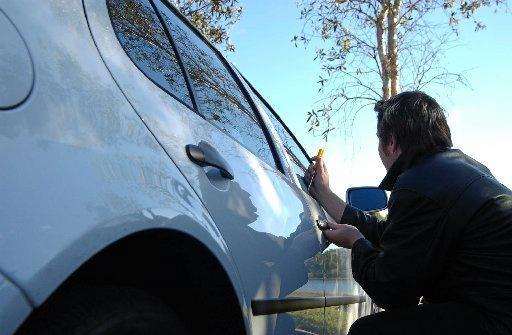 Car theft,thief, break in.Photo Warren Lynam / Sunshine Coast Daily