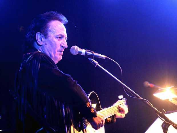 Festival headliner Dale Hooper performs.