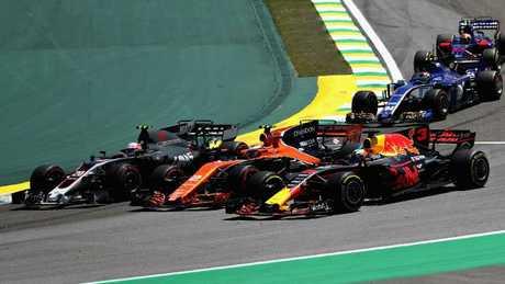 Moments before the contact between Ricciardo, Vandoorne (2) and Magnussen (20).