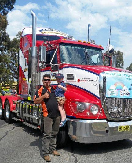 Andrew Bell and 3  year old Riley Waters led the Convoy through Wagga.