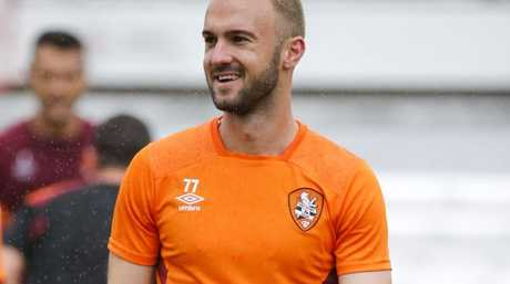 Brisbane Roar's new recruit Ivan Franjic is set to spend another week on the sidelines.