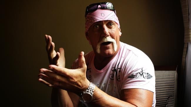 Hulk Hogan is one heck of a good chat, according to Worland.
