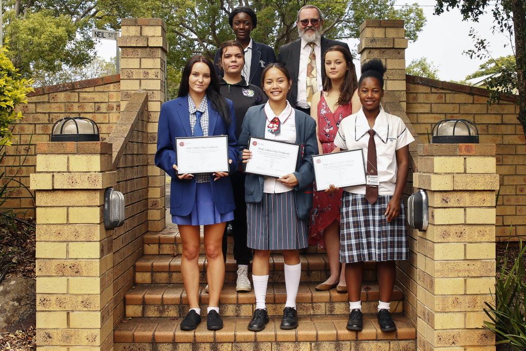 Aurora Training Institute scholarship (front) Tyler Norris, Wayne Ria Caggauauan, Magdalena Mauwa (middle row) Shaneika Weatherall, Madison Thompson, (back) Nyota Kibombo and Aurora Training Institute general manager David Taylor. Absent: Jack Kennedy, Taymah Harth, Bree Coleman.