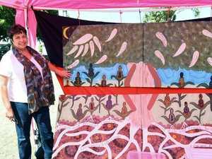 Butchulla artist shares culture at annual Christmas fair