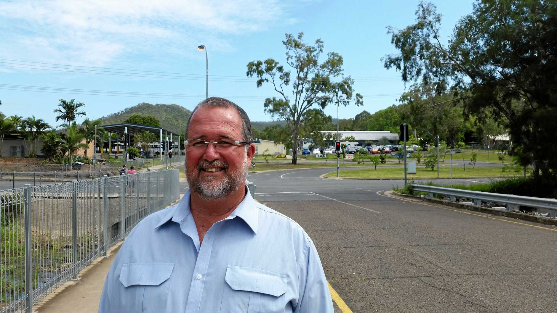 FRENCHVILLE INFRASTRUCTURE: LNP Candidate Peter Blundell has plans to fix the traffic congestion in front of Frenchville School.