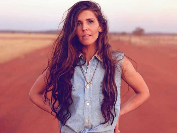 Alternative country folk singer Fanny Lumsden will support Amber Lawrence and Catherin Britt on their Love & Lies tour which arrives in South Grafton on Friday night.
