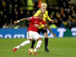 Manchester United closes gap on Premier League leaders