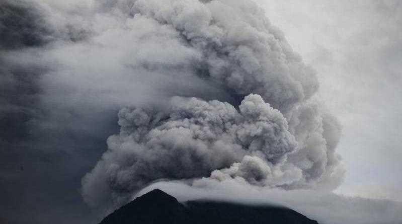 Mount Agung volcano spewing hot volcanic ash as it is seen from Datah in Karangasem, Bali, Indonesia, 29 November 2017.  EPA/MADE NAGI