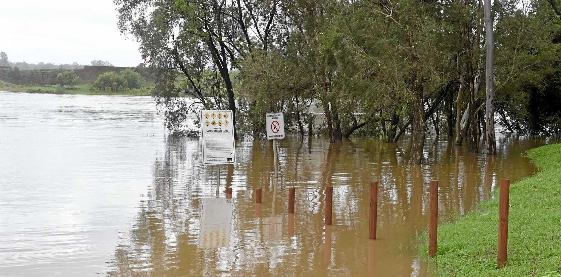 Maryborough weather watch - The Mary River at Petrie Park, Tiaro in October.