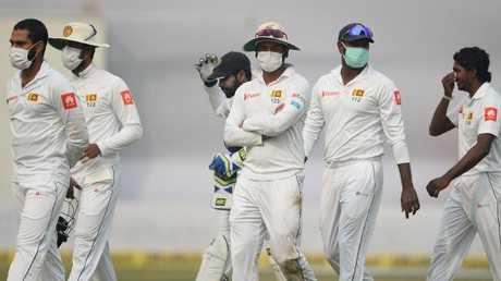 Sri Lanka players wear anti-pollution masks in Delhi