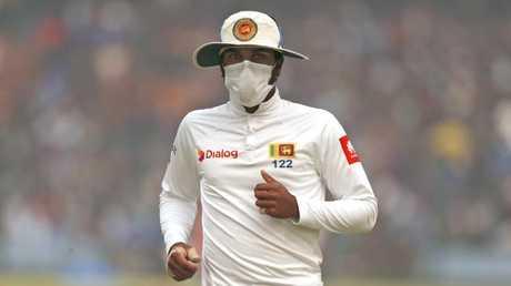 Sri Lanka captain Dinesh Chandimal fields wearing an anti-pollution mask.