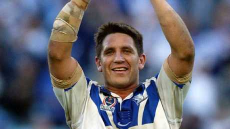 Steve Price celebrates a win as a Bulldogs player in 2004.