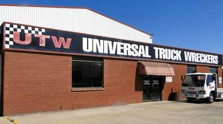 Universal Truck Wreckers