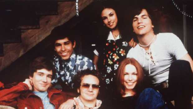 The cast of That 70s Show clockwise, Topher Grace as Eric Forman (far L) Wilmer Valderama as Fez, Mila Kunis as Jackie Burkhart, Ashton Kutcher as Michael Kelso, Laura Prepon as Donna Pinciotti, Danny Masterson as Steve Hyde. Picture: Supplied