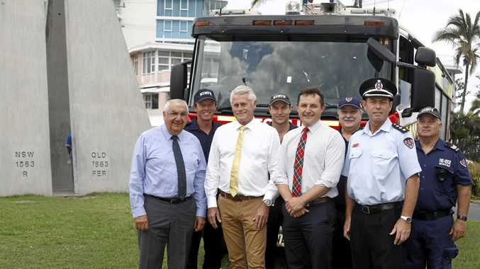 Firefighters Steve Purcell, Ben Squiers,  Stephen Sharp and Bruce Ransome with Lismore MP Thomas George, Tweed MP Geoff Provest,  James McTavish and Supt Gary McKinnon on the border.