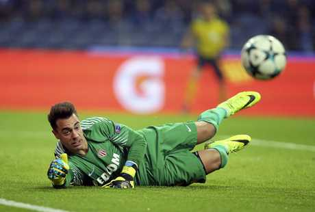 Monaco goalkeeper Diego Benaglio dives to make a save against Porto.