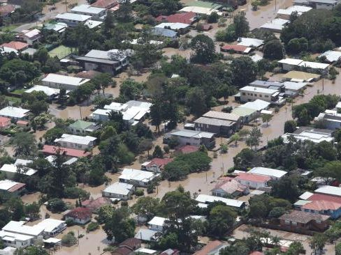 Scores of homes underwater in the Brisbane suburb of Chelmer in 2011. Picture: Russell Shakespeare