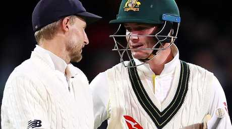 Joe Root and Peter Handscomb exchange words in the second Test.