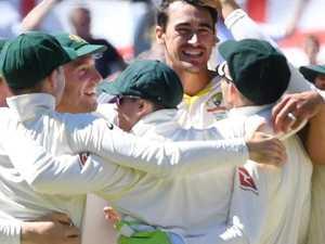 Gilly praises Aussie attack