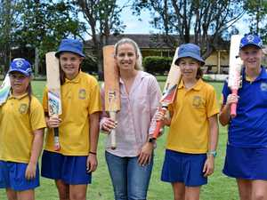 CRICKETERS OF THE FUTURE: Former Australian cricket captain Jodie Fields with Mullumbimby Public School students Macey Donnelly, Ava Jones, Alisa Tonasella and Zara Morris.