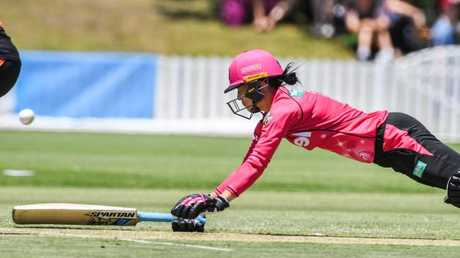 Marizanne Kapp dives for the crease after a mix up in running. Pic: AAP