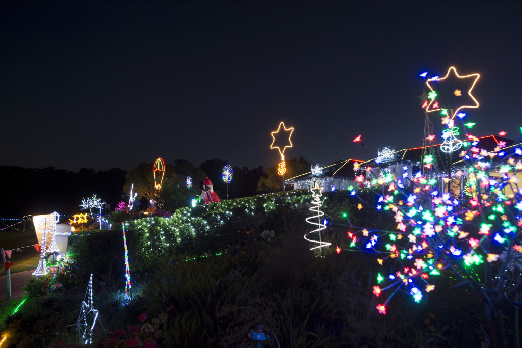 image for sale the chronicle christmas lights competition roderick drive entry of the williamson family