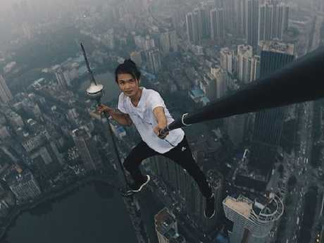 Wu Yongning performing a rooftopping stunt. Picture: Weibo