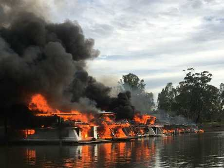 Houseboat fires at Deep Creek Marina, Moama. Picture Courtesy The Riverine Herald