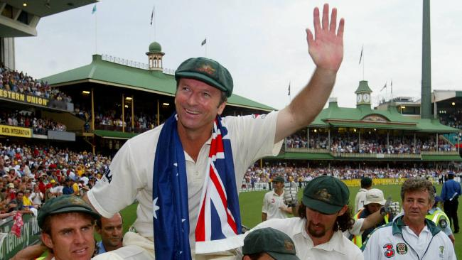 Steve Waugh given a lap of honour following his last test in Sydney