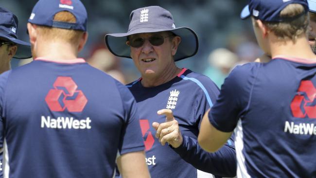 England coach Trevor Bayliss talks to his players. (AP Photo/Trevor Collens)