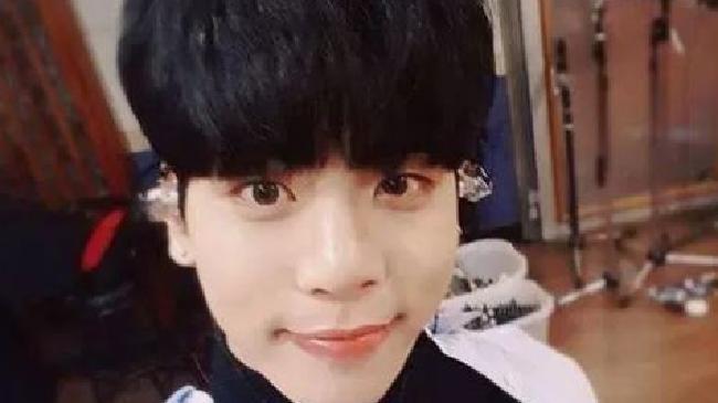 Jonghyun, a member of K-pop band SHINee, has died at 27.