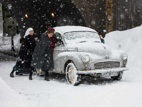 Jenny Agutter and Linda Bassett in a scene from the Call The Midwife 2017 Christmas special.