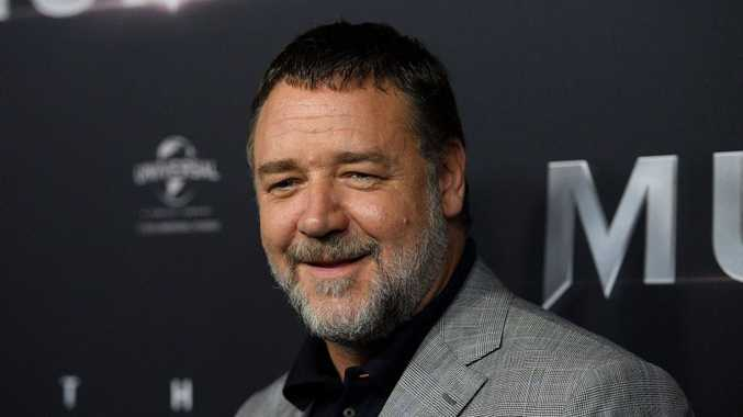Talk about a garage sale of epic proportions — Russell Crowe is throwing an auction!